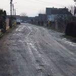 Se poate și fără Primărie! Locuitorii din Zăvoaie strâng bani să-și asfalteze strada! Administrația Crețu îi IGNORĂ în continuare!
