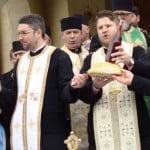 """Preoți tineri la Biserica """"din Ștefan"""": Tudor Mudure și Marius Pintican au fost NUMIȚI de Mitropolitul Andrei și vor fi instalați de Florii!"""