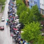 """VIDEO: Pe o ploaie măruntă, """"pocăiții"""" au mărșăluit prin tot orașul! Politicienii s-au lipit și ei!"""