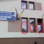"""La Bistrița, Casa de Cultură e ASERVITĂ PSD-ului. Deși e ILEGAL, au pus în geamuri, afișe cu """"puterea"""": Crețu – Radu Moldovan!"""