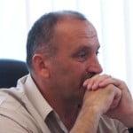 Viitorul city-manager George Avram a obținut în FALS titlul de Revoluționar! Pentru indemnizația de 500 de euro pe lună a mințit că-n 21 decembrie a fost la București, la Baricadă! Nelu Bența l-a dat în primire și auto-denunțul e PUBLIC! Atenție: D.N.A a intrat pe fir!