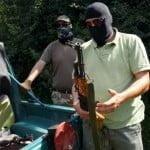 I-au dejucat! Așa-zișii traficanți de arme au primit bani să joace un scenariu pe dealurile din Mărișel!