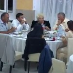 VIDEO: La Balul Țiganilor, Crețu și compania P.S.D au mâncat în văzul tuturor! Vezi imagini cu cheful de scandal unde țiganilor NU li s-a servit mâncare, chiar dacă aveau bani la ei!