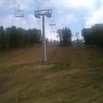 Pârtia de schi din Wonderlad e aproape gata. Din START sunt mici erori sesizate de Chereji: există un stâlp în mijlocul pistei !