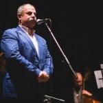 Țărmure a cântat pe scenă, în fața lui Radu Moldovan. Crezi că are voce directorul de la Centrul Județean? ACULTĂ-l LIVE!