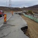 FOTO: S-a RUPT drumul de 36 de milioane de euro, inaugurat de Guvernul Ponta acum 2 ani! Porțiuni mari FISURATE, pe Dealurile Tecii!