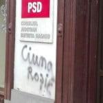 """Mesaj dur scris pe sediul P.S.D: """"Ciuma Roșie!"""" Organizația a chemat Poliția și a făcut plângere pentru vandalizare!"""