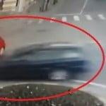 S-a inflamat internet-ul când au văzut că femeia cu mașina roșie e scoasă vinovată pentru neacordare de prioritate în giratoriu! Deși avea viteză excesivă, polițistul a fost scos basma-curată! E corect?