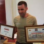 VIDEO: Ușeriu a venit acasă și a primit premiul de 5.500 de euro de la Consiliul Județean! Ce zice despre demoni, credință și curse viitoare!