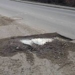 Vedeți că se poate? 3.500 de euro despăgubiri pentru o groapă din asfalt! Un șofer și-a rupt mașina după ce a dat într-o groapă, iar după 5 ani de procese, Primăria Cluj trebuie să achite daune de 3.500 de euro!