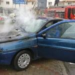 I-a luat foc LANCIA! Șoferița de 39 de ani a suferit arsuri minore, la mâini!