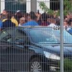 """Muncitorii de la Leoni și-au băgat picioru-n schimbul 2 și au ieșit la grevă spontană: """"Vrem salarii!"""" Protestul a durat o oră!"""