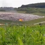 """A fost incendiu la depozitul ecologic Tărpiu! Șefii de-acolo spun că e totul sub control, dar """"Doamne feri"""" de mai rău! E HAOS pe deșeuri, chiar dacă s-au pompat peste 30 de MILIOANE de euro!"""