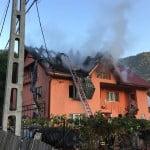 FOTO/VIDEO: Casă cuprinsă de flăcări în localitatea Cormaia!