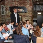 FOTO: Club de lectură cu elevi din Lechința, la Biblioteca Județeană George Coșbuc