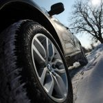 Nu uitați! Anvelopele de iarnă sunt obligatorii atunci când circulați pe drumuri acoperite cu zăpadă, gheaţă sau polei! Legislația prevede și amenzi
