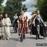 Florin Săsărman îi dă GĂLUȘCA primarului Crețu, după ce edilul ar fi dispus ca Bistrița Folk să NU intre pe agenda Casei de Cultură! În fiecare an, Primăria a finanțat Bistrița Medievală (în medie cu 80.000 de lei) și Bistrița Folk ( aproximativ 40.000 de lei)!