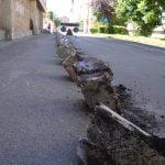 Trotuare cu pavele și îmbrăcăminte asfaltică nou-nouță pe mai multe străzi din Bistrița