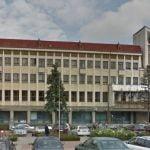 Cu 80.000 de euro Consiliul Județean Bistrița-Năsăud își instalează lift și amenajează spațiul verde din jurul clădirii