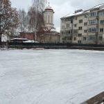 Bistrițeni, pregătiți-vă patinele! Astăzi se deschide patinoarul ICE ARENA!