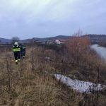 FOTO: Pompieri și voluntari bistrițeni caută de mai multe zile un bărbat din Josenii Bârgăului despre care se crede că ar fi căzut în râul Bistrița