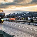 Camioanele cu cadouri de Crăciun ajung în această seară în România! Peste 10.000 de copii din Bistrița-Năsăud primesc cadouri. Vezi în ce localități opresc camioanele!