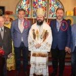 Au mers în excursie plătită din bani publici și PS Macarie Drăgoi le-a oferit Crucea Nordului! Cică pentru merite culturale, Radu Moldovan, Buta și Gavrilaș au fost răsplătiți de episcopul cu 60 de parohii în subordine (cam câte are protopopiatul Năsăud)!