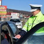 Acțiune a polițiștilor în trafic. Ce le oferă șoferilor?