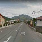 Locuitorii de pe Valea Bârgăului vor trotuare. Un bistrițean a inițiat și o petiție în acest sens