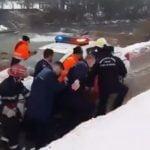 VIDEO: O femeie a fost salvată din râul Bistrița