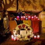 FOTO: La locul tragediei din Malta, românii au aprins lumânări în memoria bistrițeanului Dan Udrea