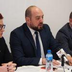 Ionuț Simionca are o lege TARE de TOT pentru asistații sociali!  Deputatul de Bistrița vrea o platformă on-line cu asistații astfel încât firmele private să-i scoată la lucru și să le plătească serviciile pe care acum le plătim din bani publici! Toată lumea câștigă!
