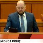"""De la tribuna Parlamentului, Ionuț Simionca le dă grele celor de la putere, care vrăjesc lumea cu Statul paralel: """"România, țara mea, nu se intersectează cu România statului #paralel!"""""""