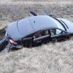 FOTO: Două autoturisme au intrat în coliziune pe DN 17, la intersecția cu drumul spre Blăjeni