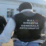 Doi agenți de poliție, cercetați de ofițerii anticorupție pentru luare de mită. Au primit motorină și bani pentru a nu își îndeplini atribuțiile de seviciu