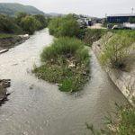 """FOTO: Continuă campania """"Curățenia de primăvară"""". În curând se vor salubriza malurile râului Bistrița"""