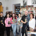 """FOTO: Pasiunea pentru lectură le-a îndrumat pașii spre Biblioteca Județeană """"George Coșbuc"""" Bistrița-Năsăud"""