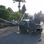 FOTO: Șapte persoane au fost implicate într-un accident rutier pe DN 17, la Prundu Bârgăului. Din cauza unui stâlp căzut pe carosabil, circulația a fost blocată în ambele sensuri