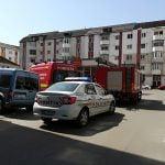 O persoană a căzut de la etajul patru al unui bloc de pe strada Aleea Margaretelor