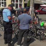 Dosar penal pentru vânzare de produse vestimentare contrafăcute şi biciclete confiscate în urma unui control al jandarmilor în piaţa din orașul Năsăud