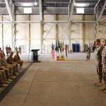 """FOTO/VIDEO: Transfer de autoritate între """"Vulturii Carpaților"""" și """"Șoimii Carpaților"""" în Baza Militară Aeriană din Kandahar"""