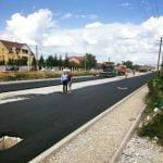 FOTO: După 25 de ani în care nu a beneficiat de nicio investiție, pe strada Colibiței se toarnă asfalt