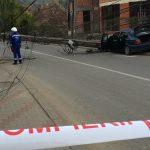 Un BMW a intrat într-un stâlp, pe Valea Ghinzii! Trafic blocat timp de 1 oră! Poliția Locală și Poliția Rutieră au absentat din schema de fluidizare!