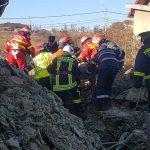 FOTO/VIDEO: Bărbat prins sub un mal de pământ pe strada Ulmului din Bistrița