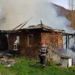 FOTO/VIDEO: Puternic incendiu în localitatea Aluniș. O casă, mistuită de flăcări și un bărbat decedat
