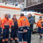 """FOTO: Ionuț Simionca a cerut câte o ambulanță pentru fiecare comună din județ și se declară mulțumit că demersurile sale nu au fost în zadar. """"Închei anul cu satisfacția de a vedea primele ambulanțe noi în județ!"""""""