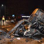 FOTO/VIDEO: Strada INDUSTRIEI: Mașină intrată într-un stâlp al pasarelei din zona Dedeman. UPDATE: Un tânăr de 27 de ani a murit