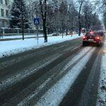 """FOTO/VIDEO: Bistrița, ora 07:00: """"Drumurile în pantă, arterele principale şi o parte din cele secundare erau practicabile și se putea circula în condiţii de iarnă!"""""""
